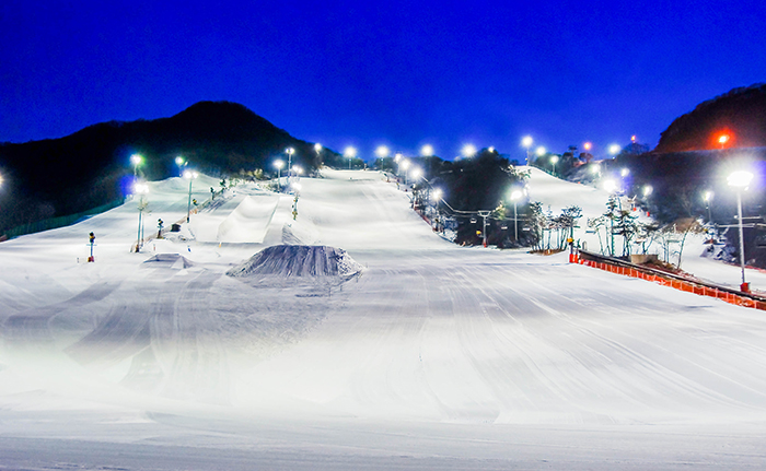 Night skiing at Jisan Forest Resort