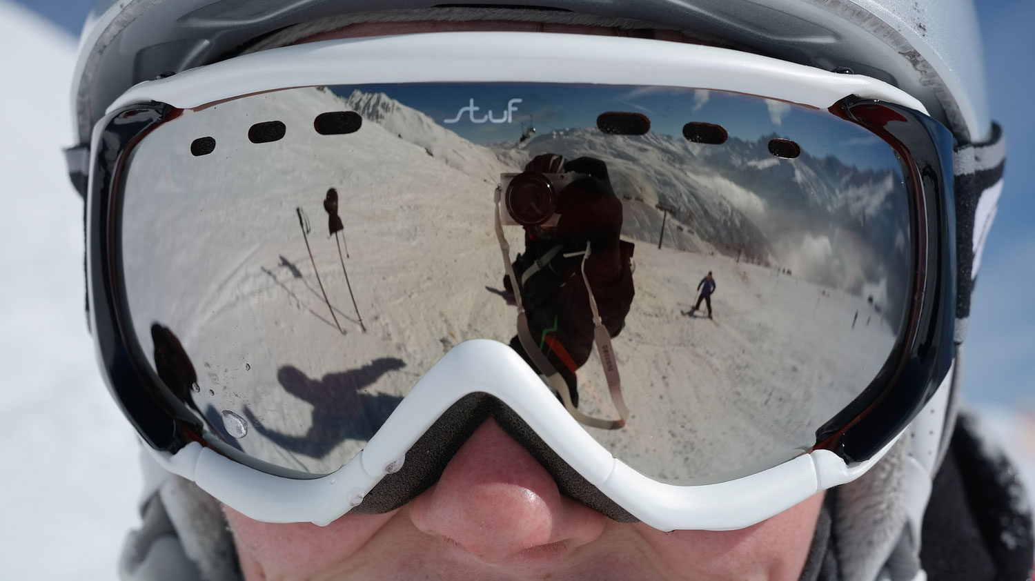 How to stop ski goggles fogging up