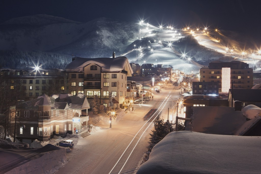 Niseko United night skiing