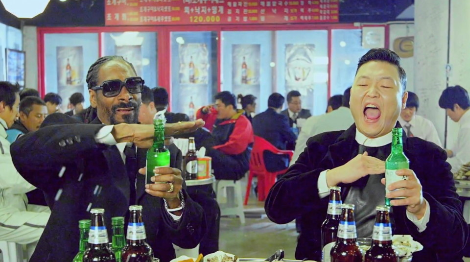 Snoop and Psy drinking in South Korea