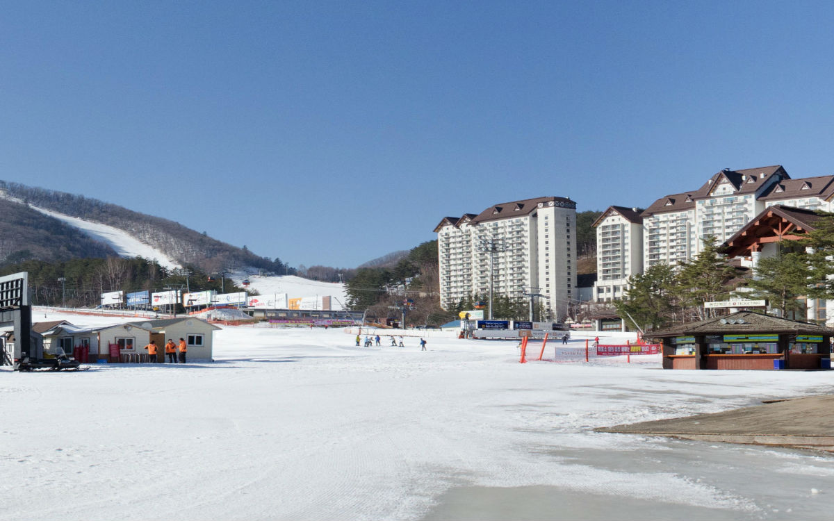 Yongpyong Ski Resort accommodation and slopes