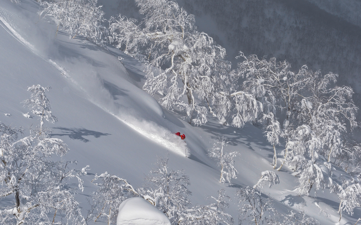 Powder skiing in Tomamu, Japan